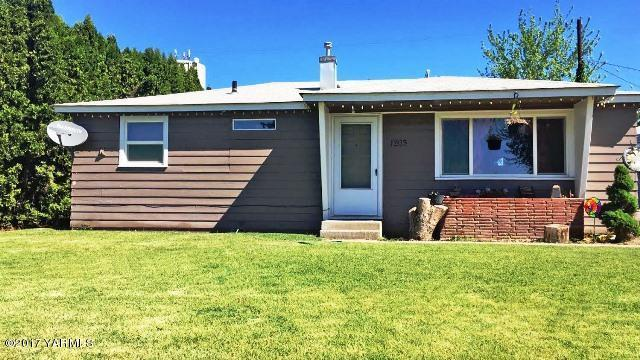 1203 2nd Ave, Zillah, WA 98953 (MLS #17-1230) :: Results Realty Group