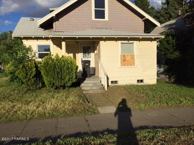 701 S 15th Ave, Yakima, WA 98902 (MLS #17-1522) :: Results Realty Group