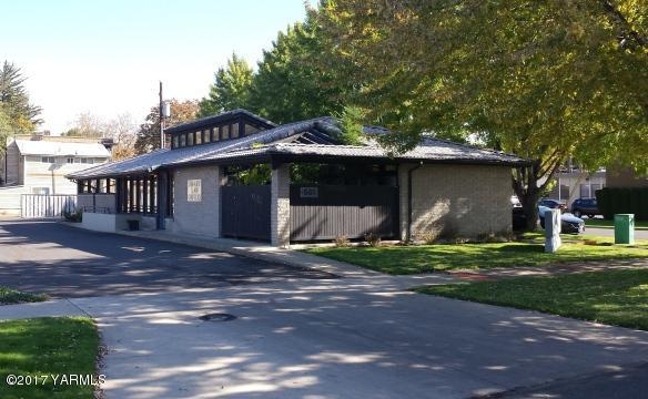 501 N 2nd St, Yakima, WA 98901 (MLS #17-1800) :: Heritage Moultray Real Estate Services