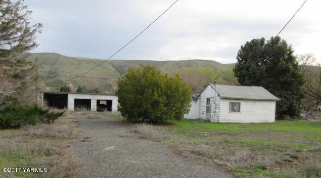 4410 Thorp Rd, Moxee, WA 98936 (MLS #17-2284) :: Heritage Moultray Real Estate Services