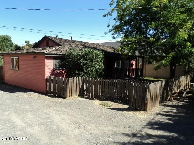 1109 Ackerman Ave, Yakima, WA 98902 (MLS #17-2586) :: Results Realty Group