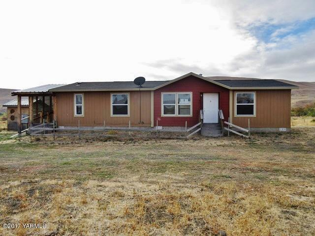 22502 W Ahtanum Rd, Yakima, WA 98903 (MLS #17-2838) :: Heritage Moultray Real Estate Services