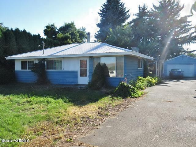 3110 S Wiley Rd, Yakima, WA 98903 (MLS #17-2855) :: Heritage Moultray Real Estate Services
