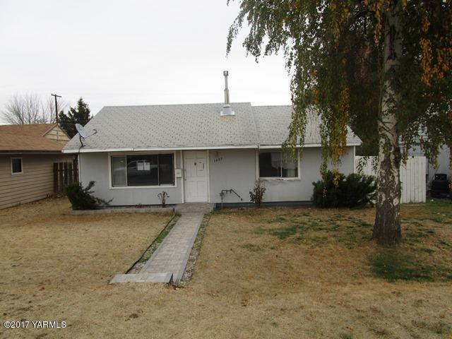 1403 S 11th Ave, Yakima, WA 98902 (MLS #17-2869) :: Heritage Moultray Real Estate Services