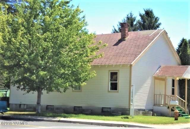 301 F Ave, Grandview, WA 98930 (MLS #18-1978) :: Heritage Moultray Real Estate Services