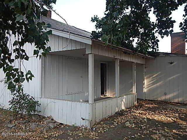 212 Opal St, Grandview, WA 98930 (MLS #18-2026) :: Heritage Moultray Real Estate Services