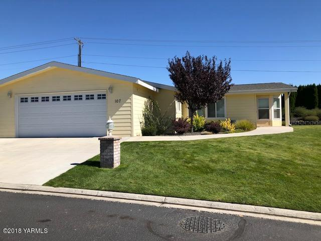 200 Bridle Way #107, Yakima, WA 98901 (MLS #18-2327) :: Heritage Moultray Real Estate Services