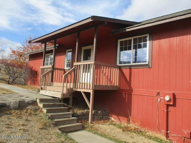 14192 N Wenas Rd, Selah, WA 98942 (MLS #18-2738) :: Heritage Moultray Real Estate Services