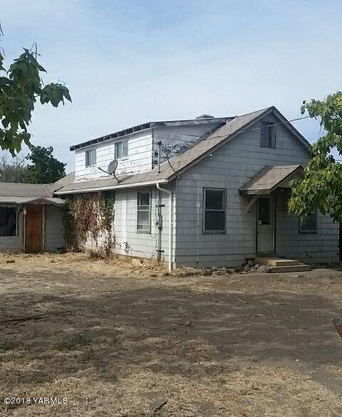704 N 20th Ave, Yakima, WA 98902 (MLS #18-2770) :: Heritage Moultray Real Estate Services