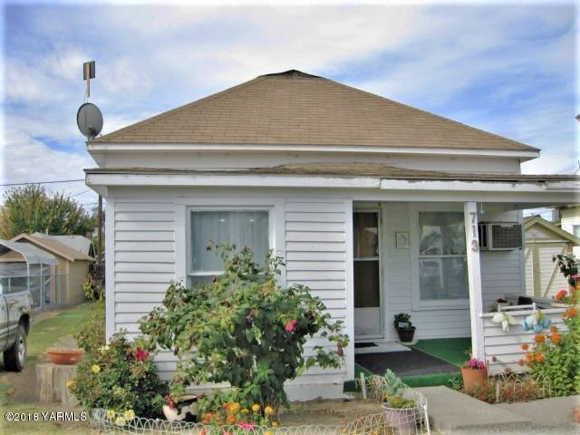 713 S 7TH St, Sunnyside, WA 98944 (MLS #18-2811) :: Heritage Moultray Real Estate Services