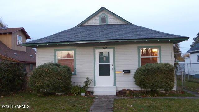 707 N Naches Ave, Yakima, WA 98901 (MLS #18-2863) :: Heritage Moultray Real Estate Services