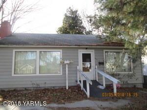 416 S 26th Ave, Yakima, WA 98902 (MLS #18-2891) :: Heritage Moultray Real Estate Services