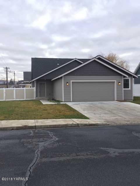 7202 Fremont Way, Yakima, WA 98908 (MLS #18-2927) :: Heritage Moultray Real Estate Services
