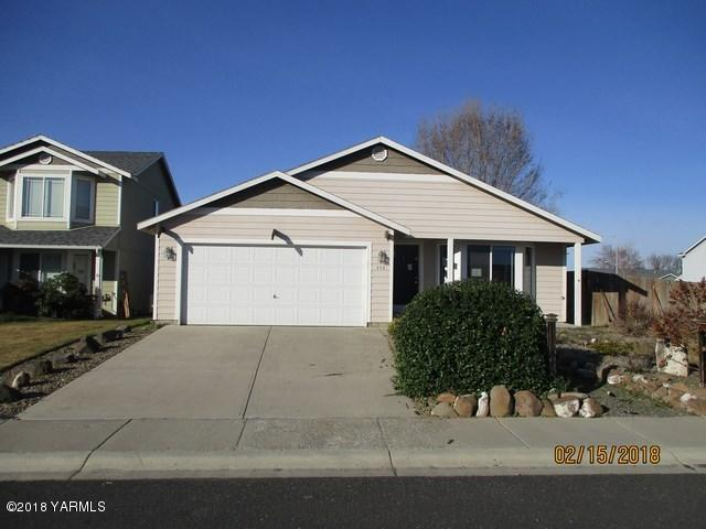 114 N Galena St St, Moxee, WA 98936 (MLS #18-316) :: Heritage Moultray Real Estate Services