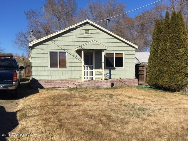 111 Selah Naches Rd, Selah, WA 98942 (MLS #18-567) :: Heritage Moultray Real Estate Services