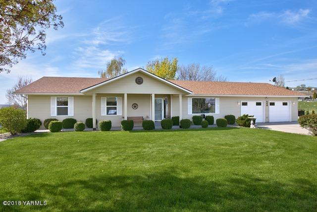 240 Sunset Vista Ln, Selah, WA 98942 (MLS #18-954) :: Heritage Moultray Real Estate Services