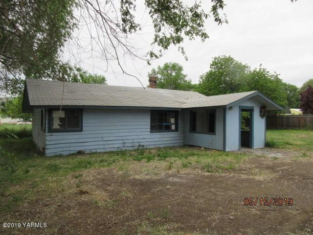2208 S 1st Ave, Yakima, WA 98903 (MLS #19-1141) :: Results Realty Group