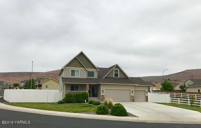 4705 Goat Rocks Ct, Yakima, WA 98901 (MLS #19-1159) :: Heritage Moultray Real Estate Services