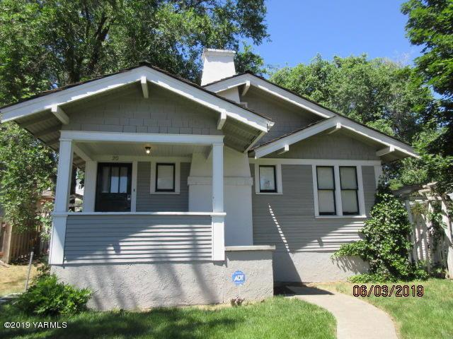20 Chicago Ave, Yakima, WA 98902 (MLS #19-1587) :: Heritage Moultray Real Estate Services