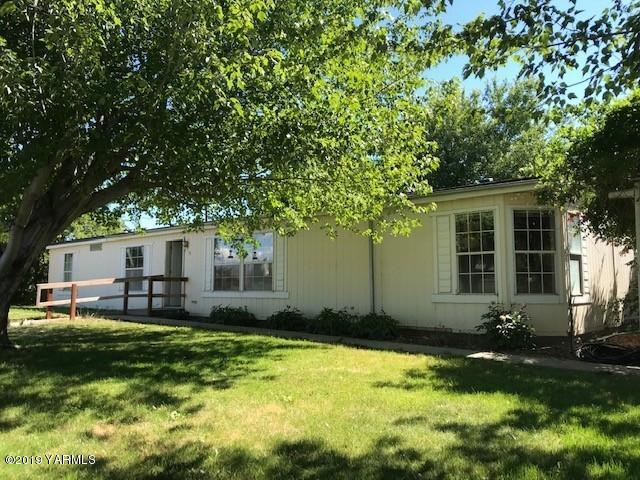 91 N Falen Ave, Harrah, WA 98933 (MLS #19-1612) :: Heritage Moultray Real Estate Services