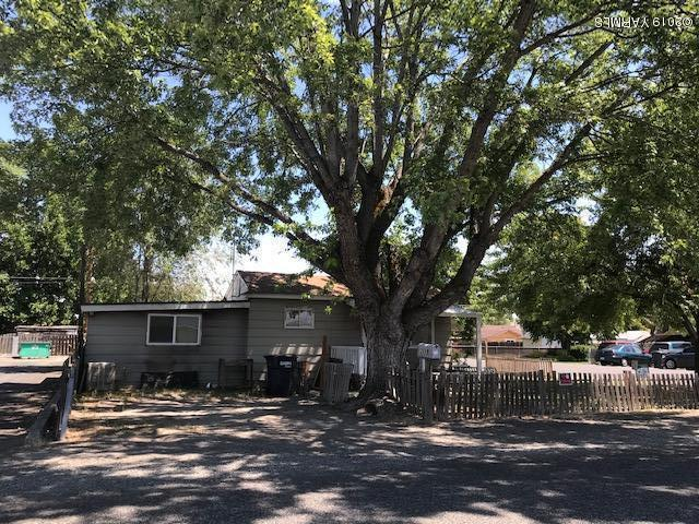 2119 S 5th Ave, Yakima, WA 98903 (MLS #19-1716) :: Heritage Moultray Real Estate Services