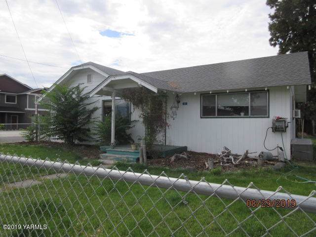 102 Sinclair Ave, Naches, WA 98937 (MLS #19-2193) :: Heritage Moultray Real Estate Services