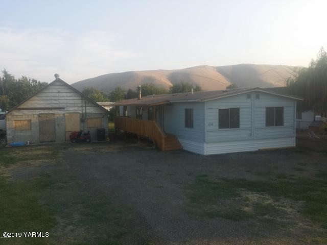 106 E Short St, Union Gap, WA 98903 (MLS #19-227) :: Results Realty Group