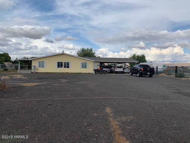 5231 S Lateral A Rd, Wapato, WA 98951 (MLS #19-2458) :: Joanne Melton Real Estate Team