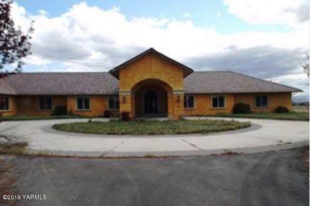 351 Longmire Ln, Selah, WA 98942 (MLS #19-2800) :: Heritage Moultray Real Estate Services