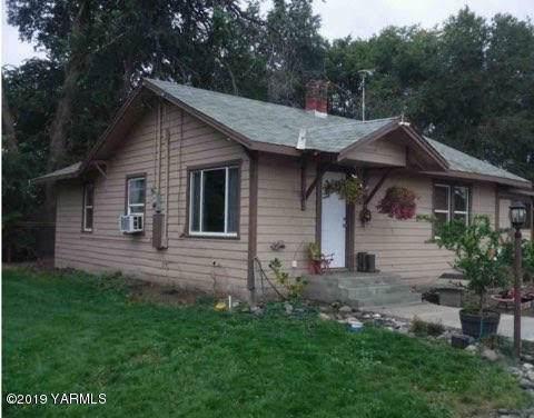 300 Egan Rd, Wapato, WA 98951 (MLS #19-2848) :: Joanne Melton Real Estate Team
