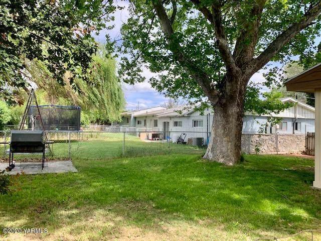 7211 Maclaren Way, Yakima, WA 98908 (MLS #20-1042) :: Heritage Moultray Real Estate Services