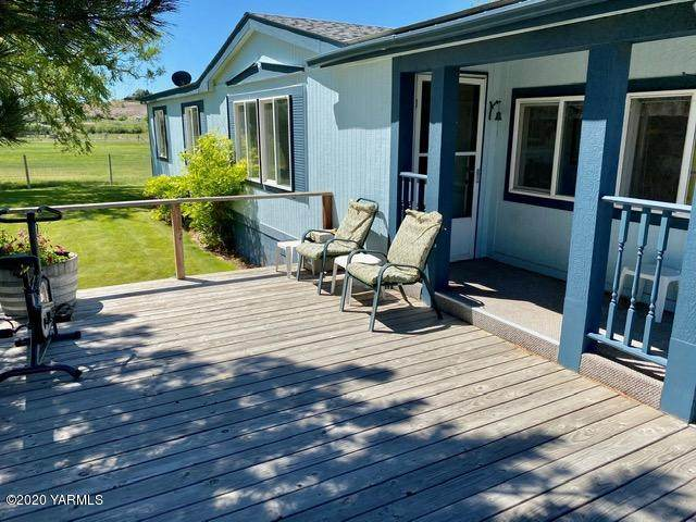 250 Dusty Puddle Rd, Selah, WA 98942 (MLS #20-1306) :: Heritage Moultray Real Estate Services