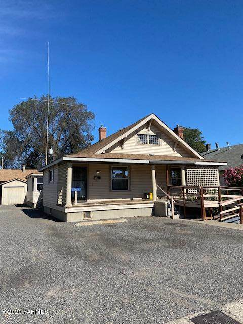 20 N C St, Toppenish, WA 98948 (MLS #20-1597) :: Heritage Moultray Real Estate Services