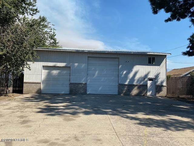 917 N 4th Ave, Yakima, WA 98902 (MLS #20-1945) :: Heritage Moultray Real Estate Services