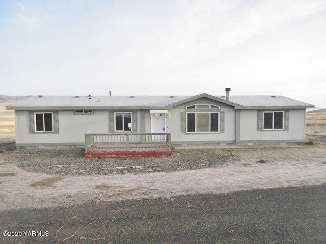 22556 State Route 24, Moxee, WA 98936 (MLS #20-211) :: The Lanette Headley Home Group