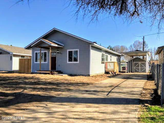 909 S 4th Ave, Yakima, WA 98902 (MLS #20-333) :: Heritage Moultray Real Estate Services
