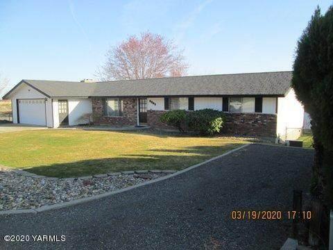 8802 W Alpine Ct, Yakima, WA 98908 (MLS #20-602) :: The Lanette Headley Home Group