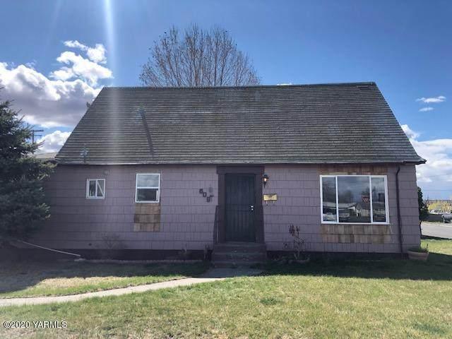 609 W 8th St, Wapato, WA 98951 (MLS #20-663) :: Joanne Melton Real Estate Team