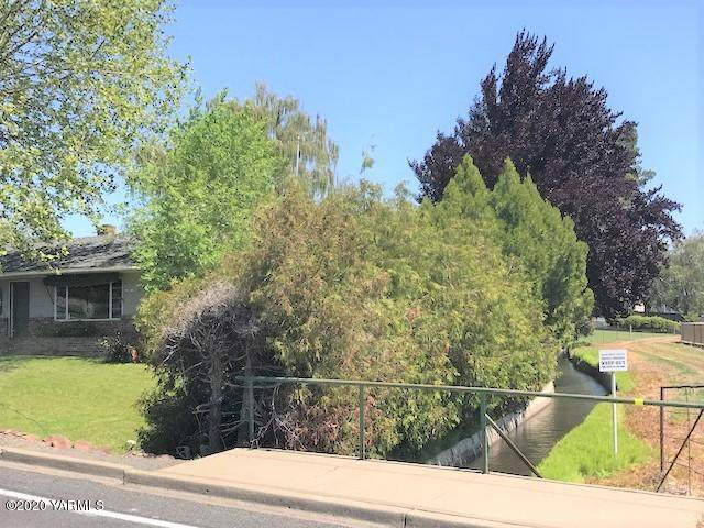 315 N 56th Ave, Yakima, WA 98908 (MLS #20-995) :: Heritage Moultray Real Estate Services