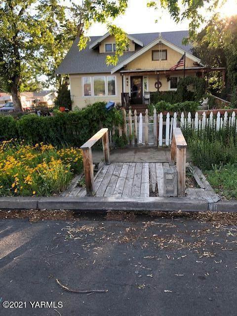 624 Pleasant Ave, Yakima, WA 98902 (MLS #21-1230) :: Amy Maib - Yakima's Rescue Realtor