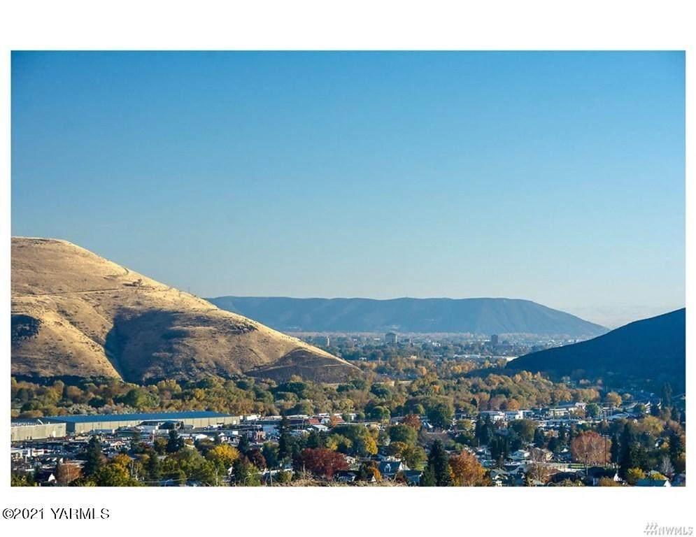 801 Selah Vista Way - Photo 1