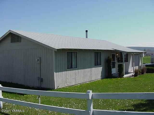 61 Whites Pl, Selah, WA 98942 (MLS #21-1688) :: Heritage Moultray Real Estate Services