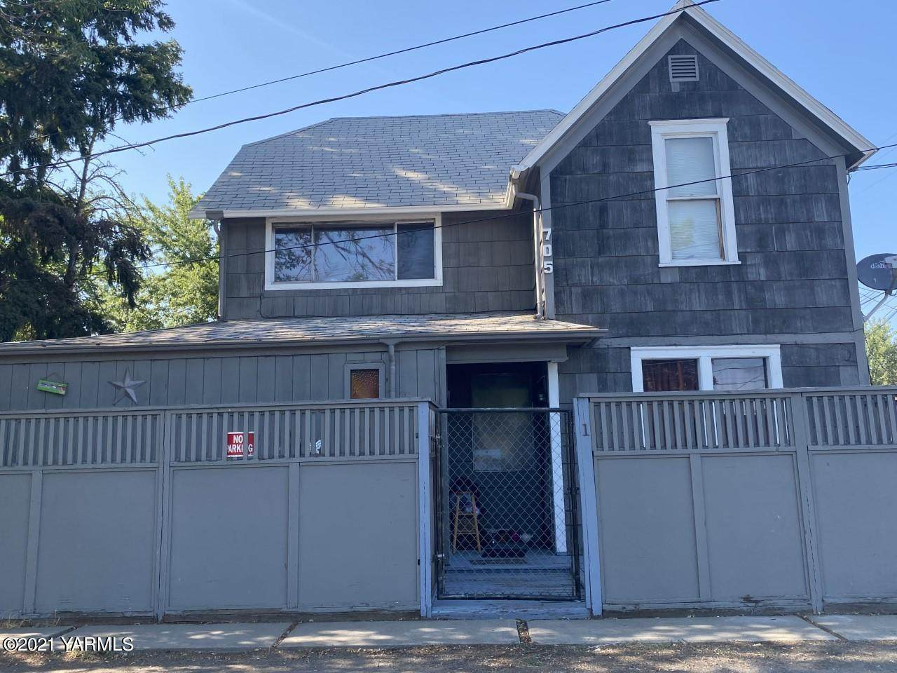 705 Lincoln Ave - Photo 1