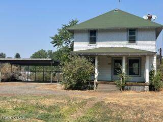2405 Powerhouse Rd, Yakima, WA 98902 (MLS #21-1957) :: Heritage Moultray Real Estate Services
