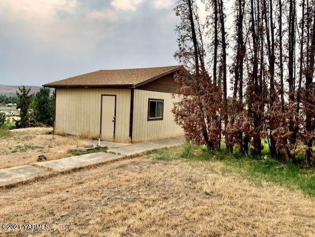 2609 Draper Rd, Yakima, WA 98903 (MLS #21-2041) :: Heritage Moultray Real Estate Services
