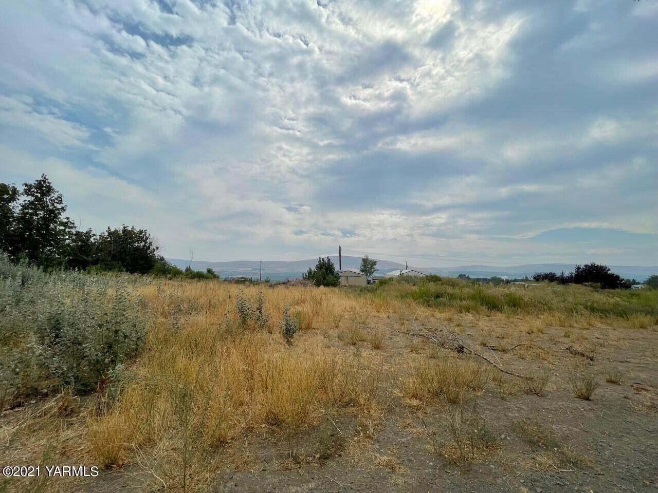 221 Windy Ridge Ln - Photo 1