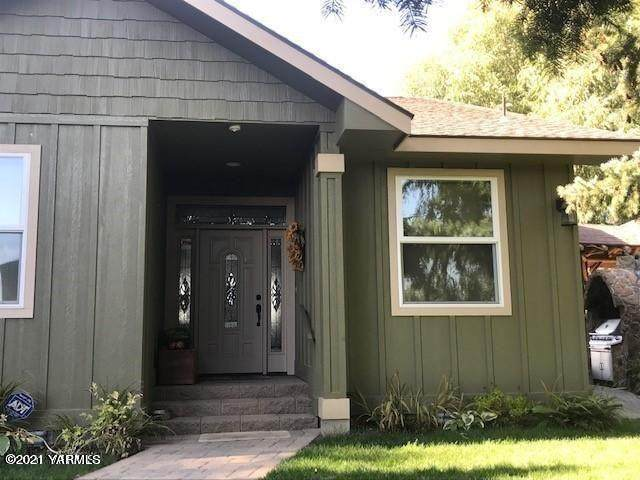 10453 Larue, Toppenish, WA 98948 (MLS #21-373) :: Candy Lea Stump | Keller Williams Yakima Valley