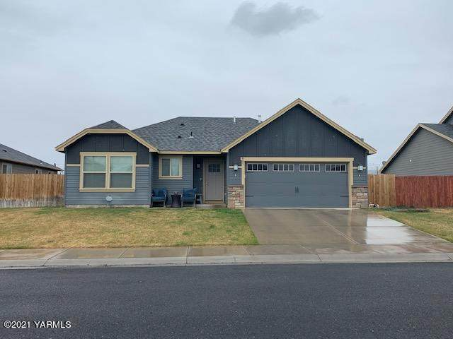 903 Magnum Ave, Moxee, WA 98936 (MLS #21-944) :: Heritage Moultray Real Estate Services