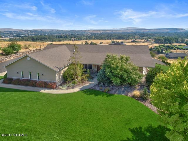 281 Basalt Springs Way, Naches, WA 98937 (MLS #17-2097) :: Heritage Moultray Real Estate Services