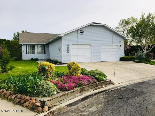 311 S 76th Ave, Yakima, WA 98908 (MLS #19-1005) :: Heritage Moultray Real Estate Services
